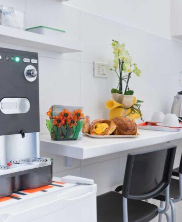 Camera Magnolia - Angolo colazione esterno in comune con la Camera Lavanda